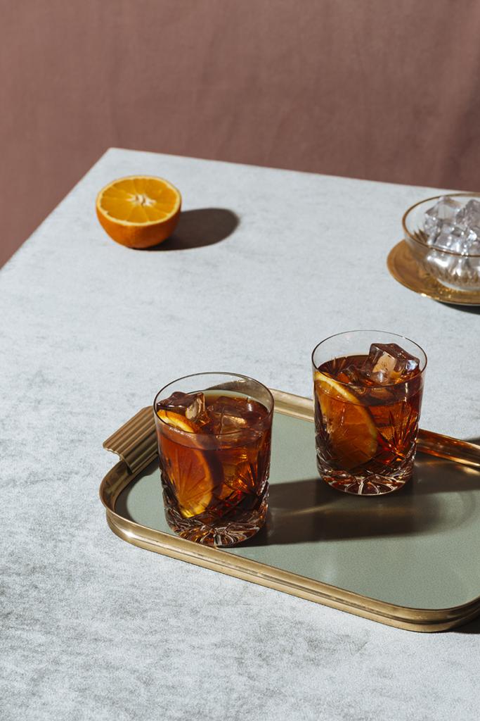 Whiskygläser auf dem Tisch