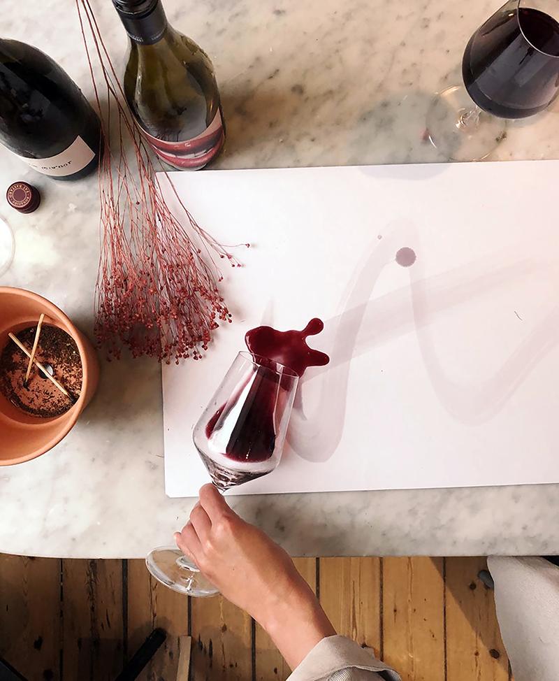 Weinflasche auf einem Tisch